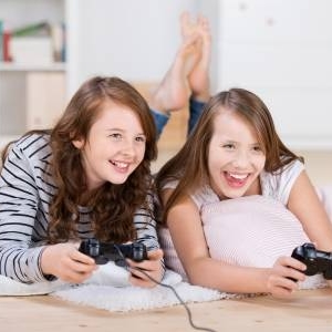 How to Start Playing Video Games with Your Girlfriend?